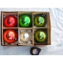 doos met zes kerstballen